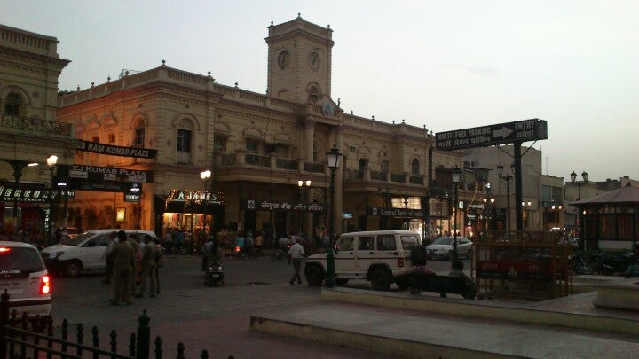 Hazratganj Market Best Place to Shop In Lucknow