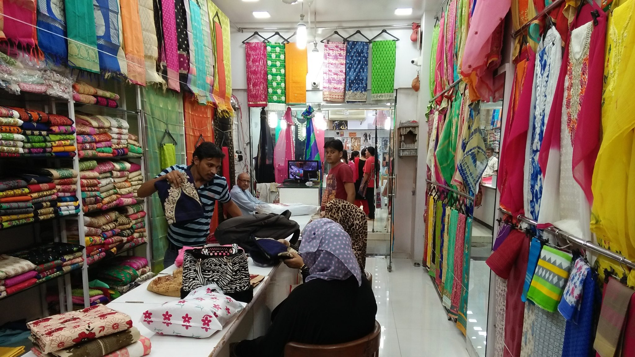 Hindmata Cloth Market Shopping Place in Mumbai