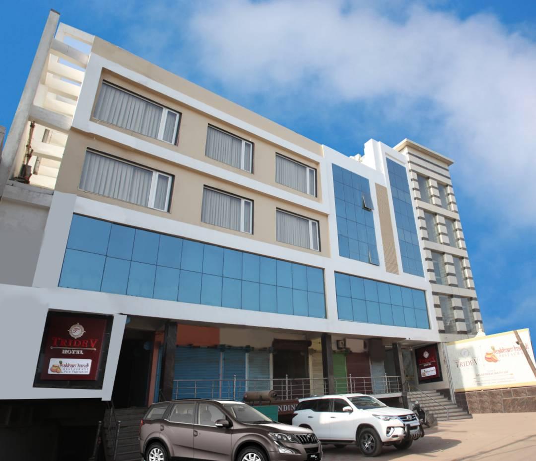 Top Hotel to Stay Near Kashi Vishwanath Temple-Hotel Tridev