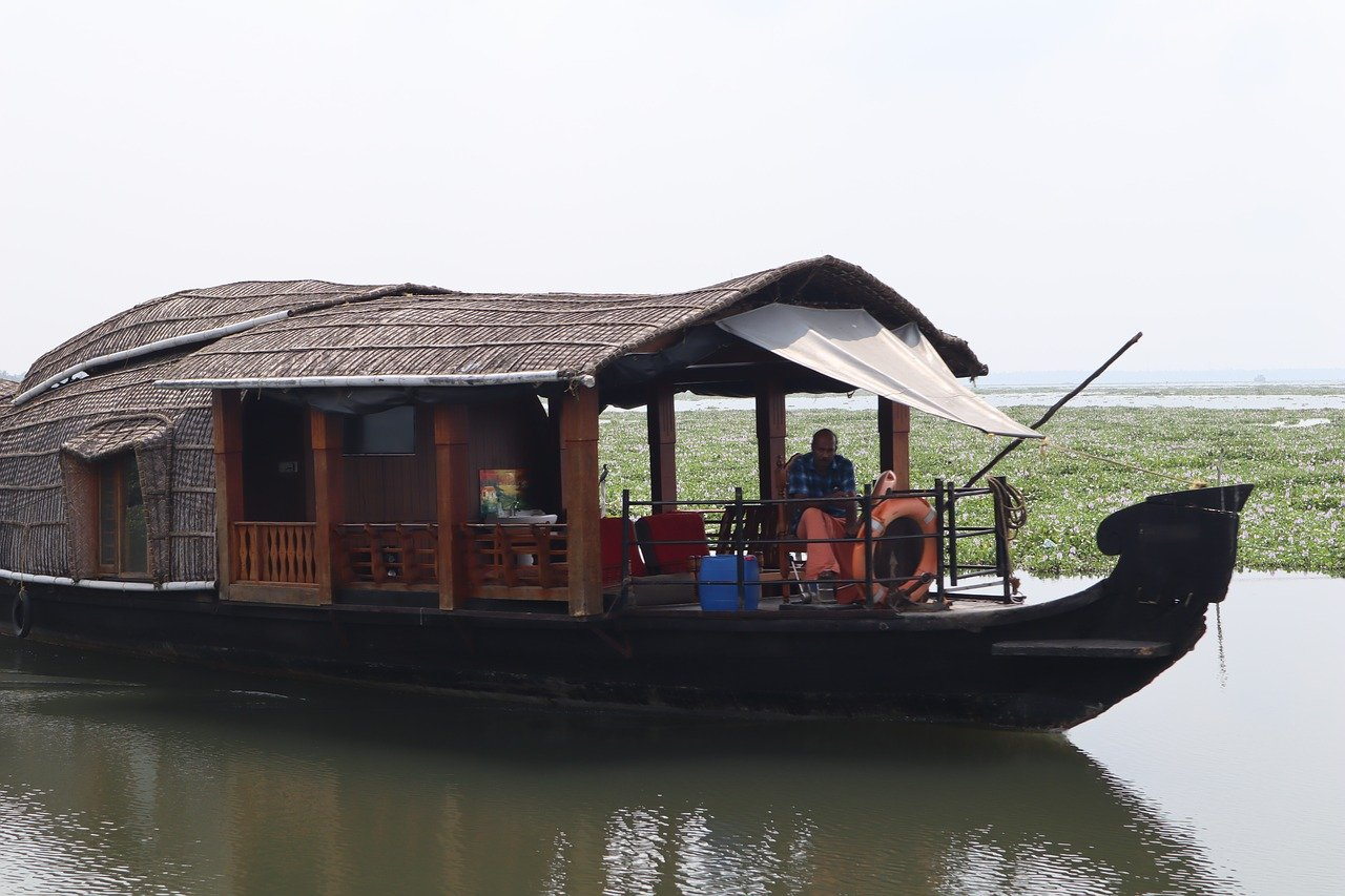 Top Cruise to Take in Goa-Houseboat Cruise