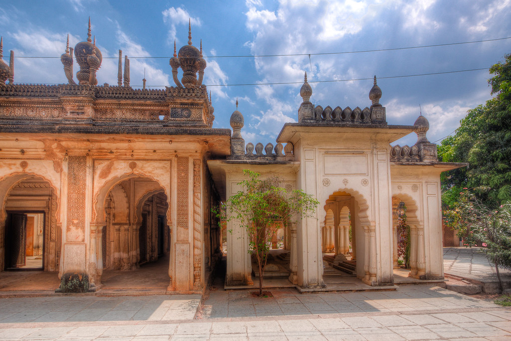 How to Reach Paigah Tombs