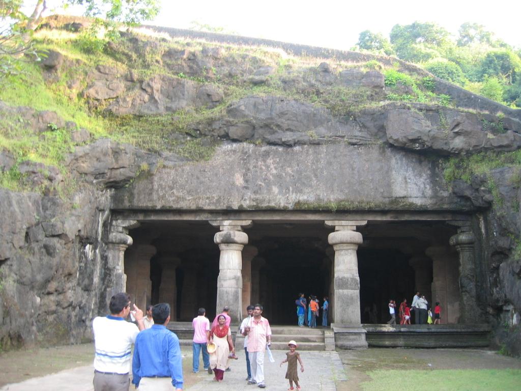 How to Reach Elephanta Caves or Gharapuri Caves?