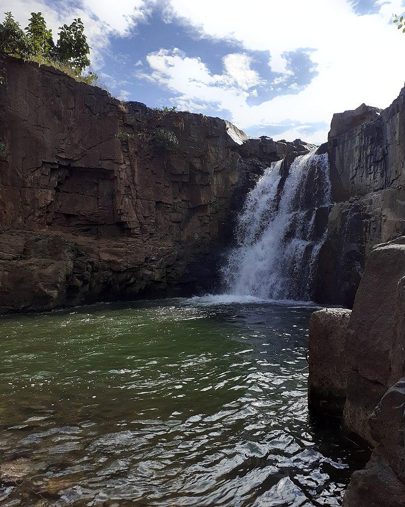 How to Reach Zarwani Waterfalls?