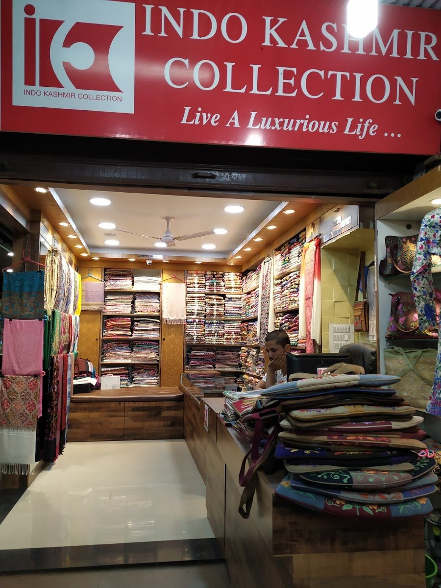 Indo Kashmir Collection Famous Place To Shop And Things To Buy In Mahabaleshwar