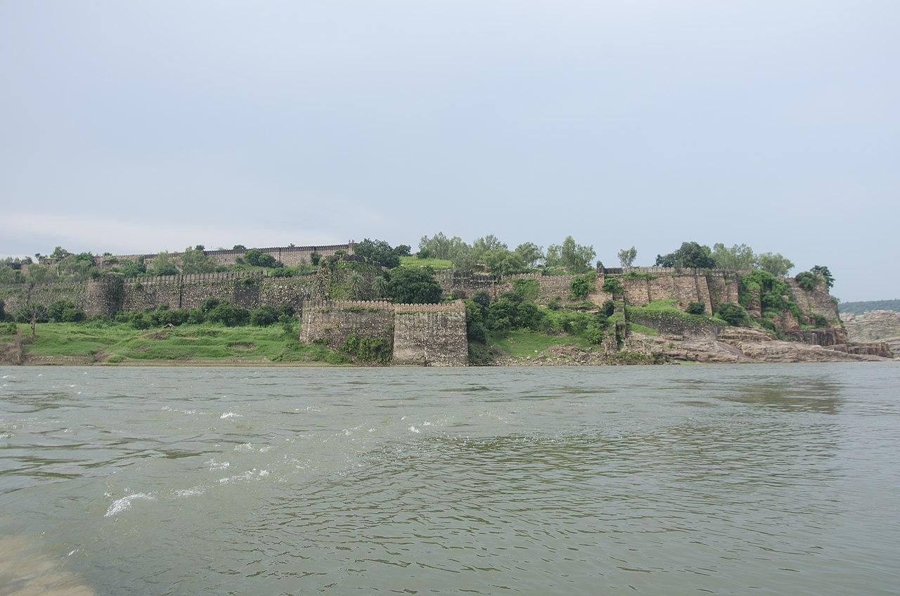 Popular Tourist Place to Visit in Jhalawar, Rajasthan-Jhalawar Fort