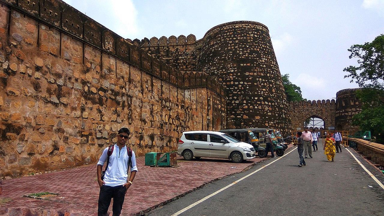 Jhansi Travel Guide - Rani Lakshmibai Fort
