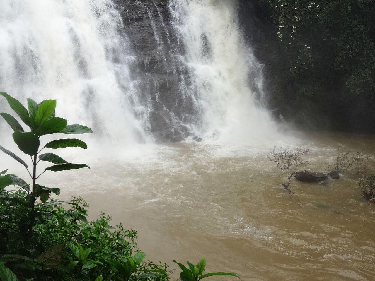 Top Beautiful Waterfall in Ooty-Kalhatti Falls