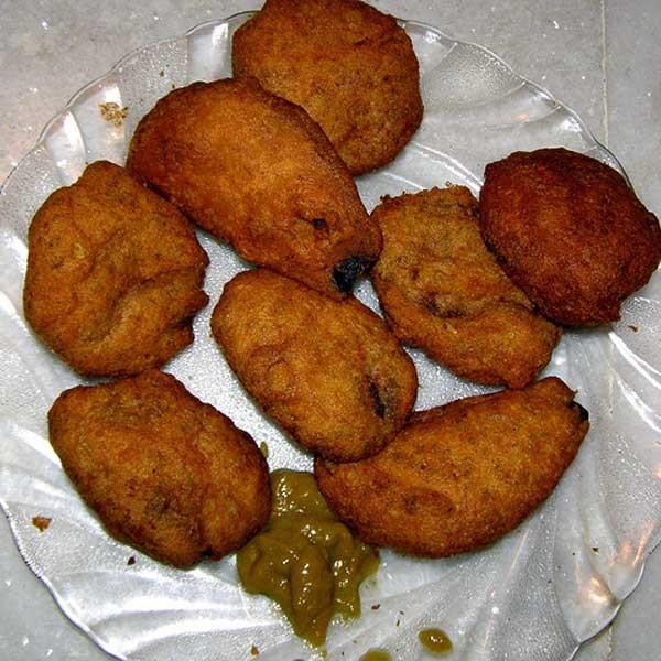 Kalika Mukhorochok Telebhaja   Street Food Shops In Kolkata That Will Make You Drool