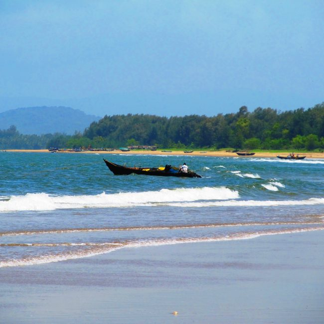 Explore the Amazing Karwar Beach in Karnataka