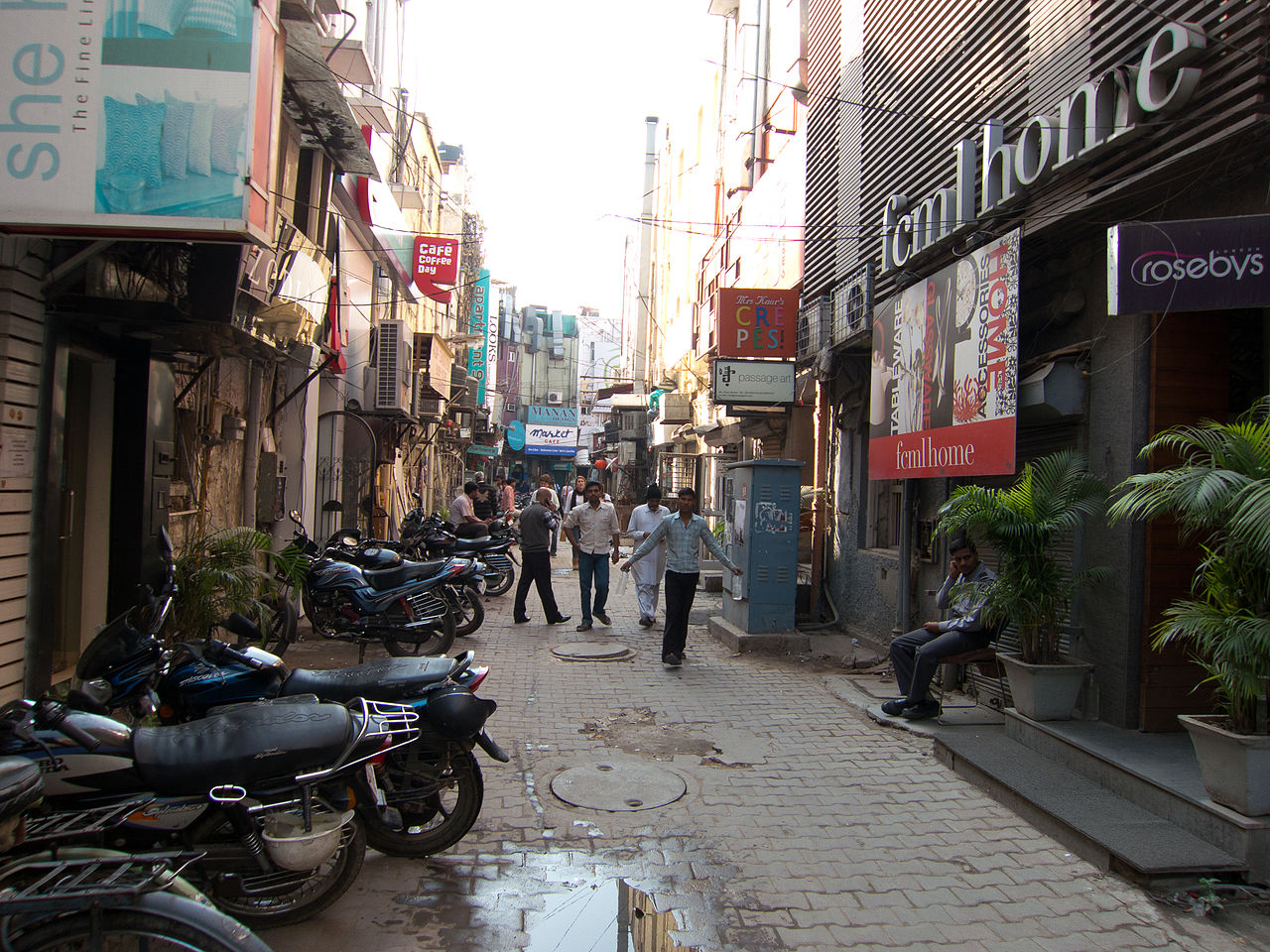 Attraction Place To Visit In Delhi In Winter-Khan Market
