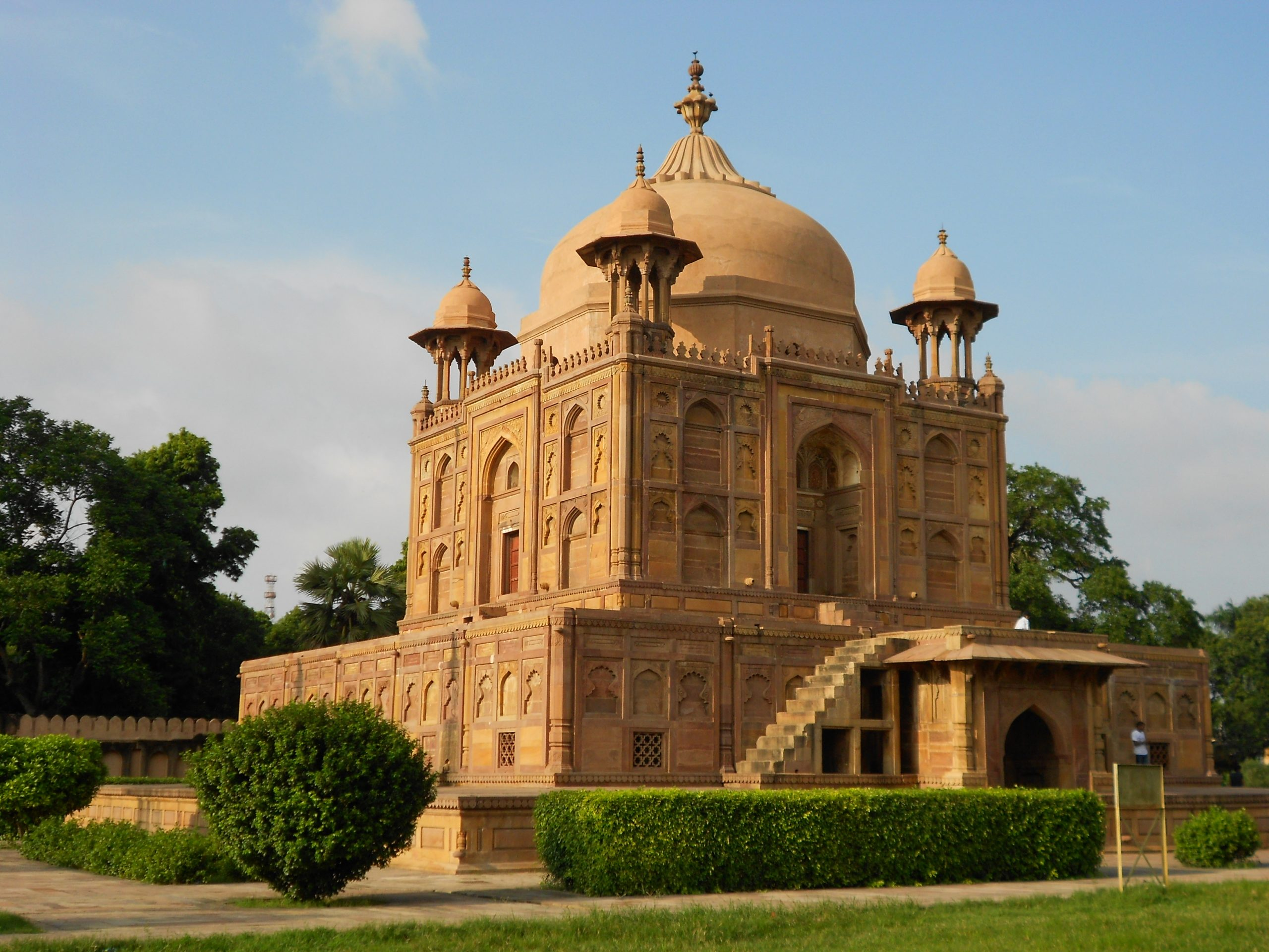 Best Place in Prayagraj-Khusro Bagh