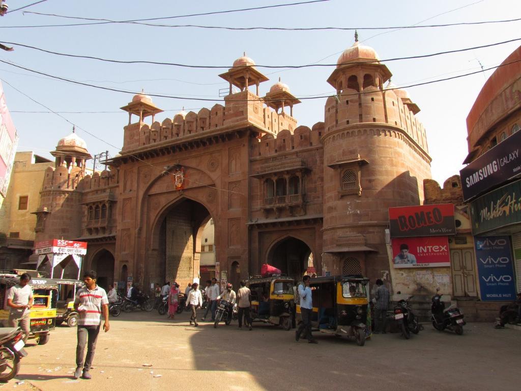 Shopping in Bikaner, Rajasthan-Kote Gate Road