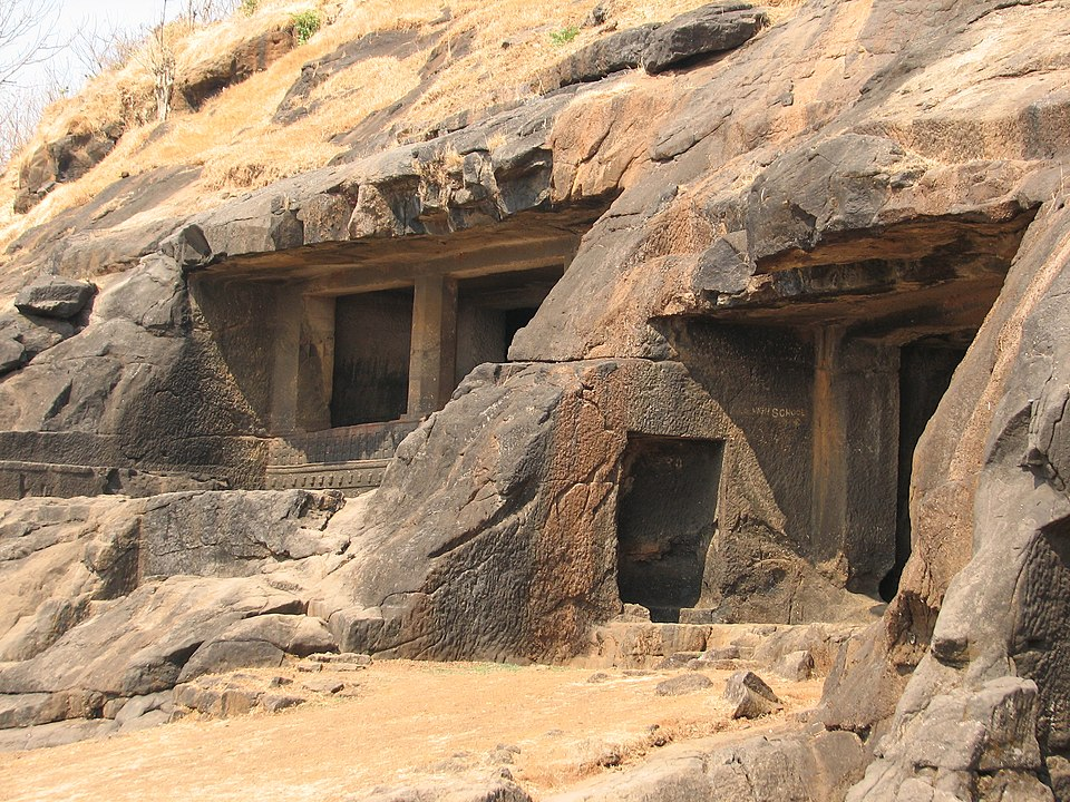 Kuda Caves - Places Near Avchitgad Fort
