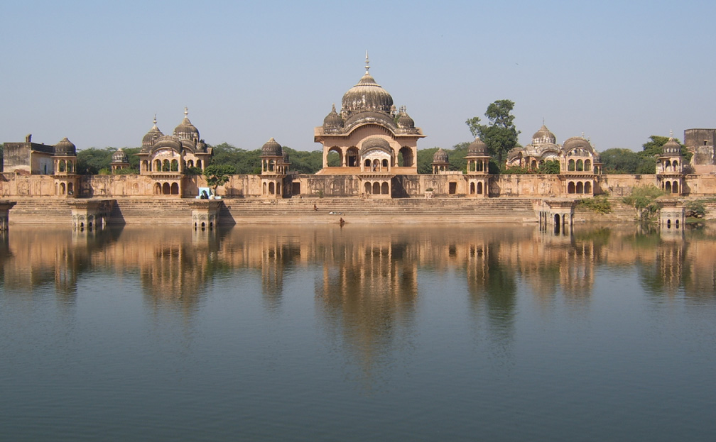 Attraction Tourist Place In Mathura-Kusum Sarovar, The Govardhan Hill