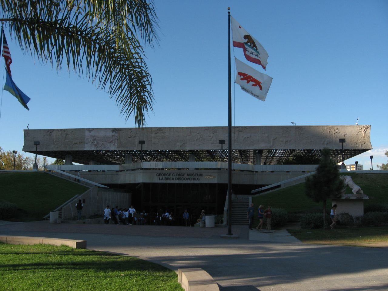 Attraction Tourist Place In Los Angeles-La Brea Tar Pits And Page Museum