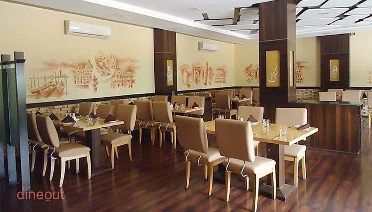 Visit La Feasta Restaurant When In Ahmedabad