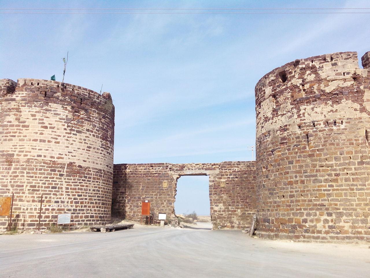 Place to Visit Near Narayan Sarovar-Lakhpat Fort