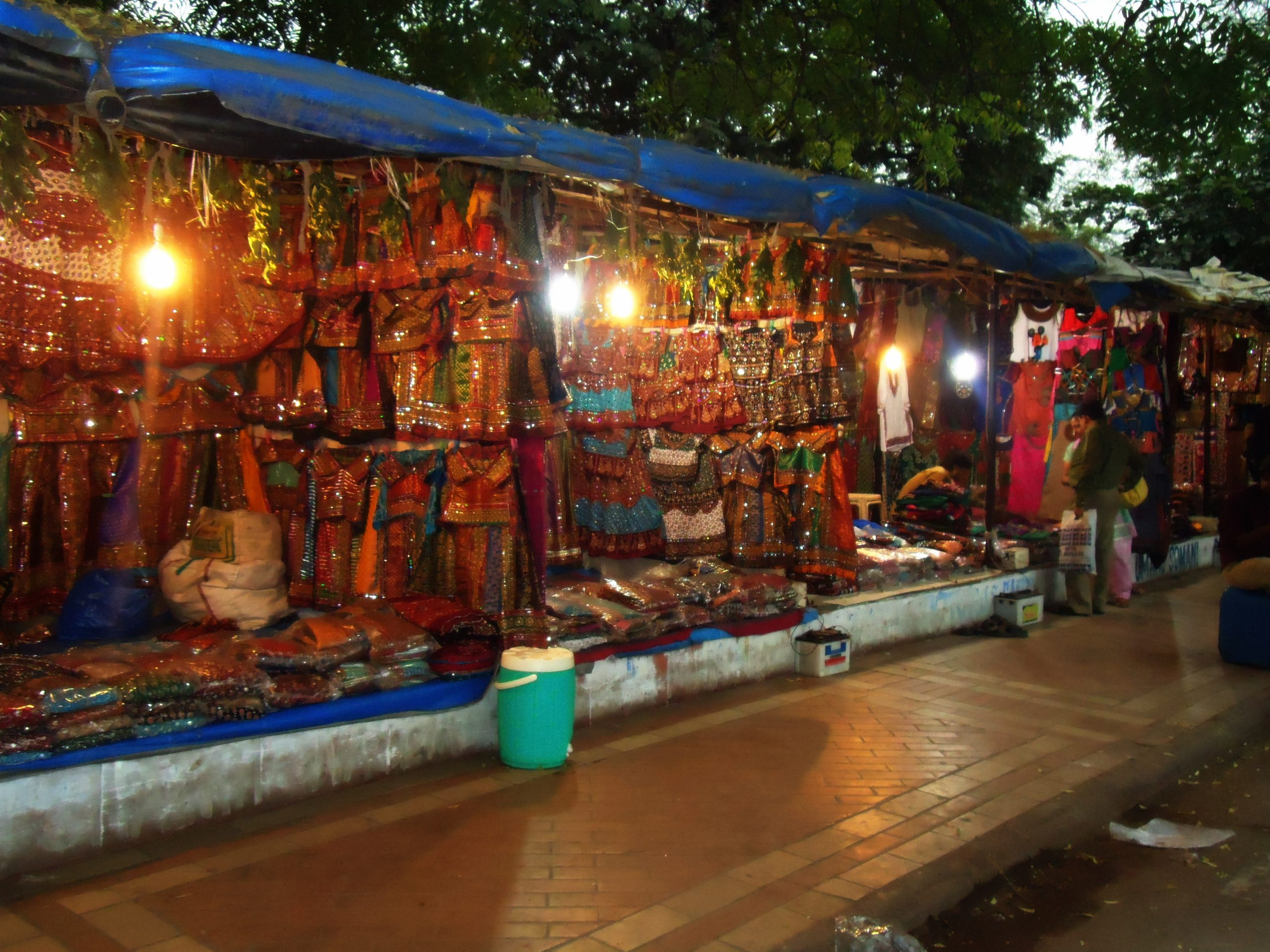 lal darwaza market- chaniya choli shopping places in ahmedabad