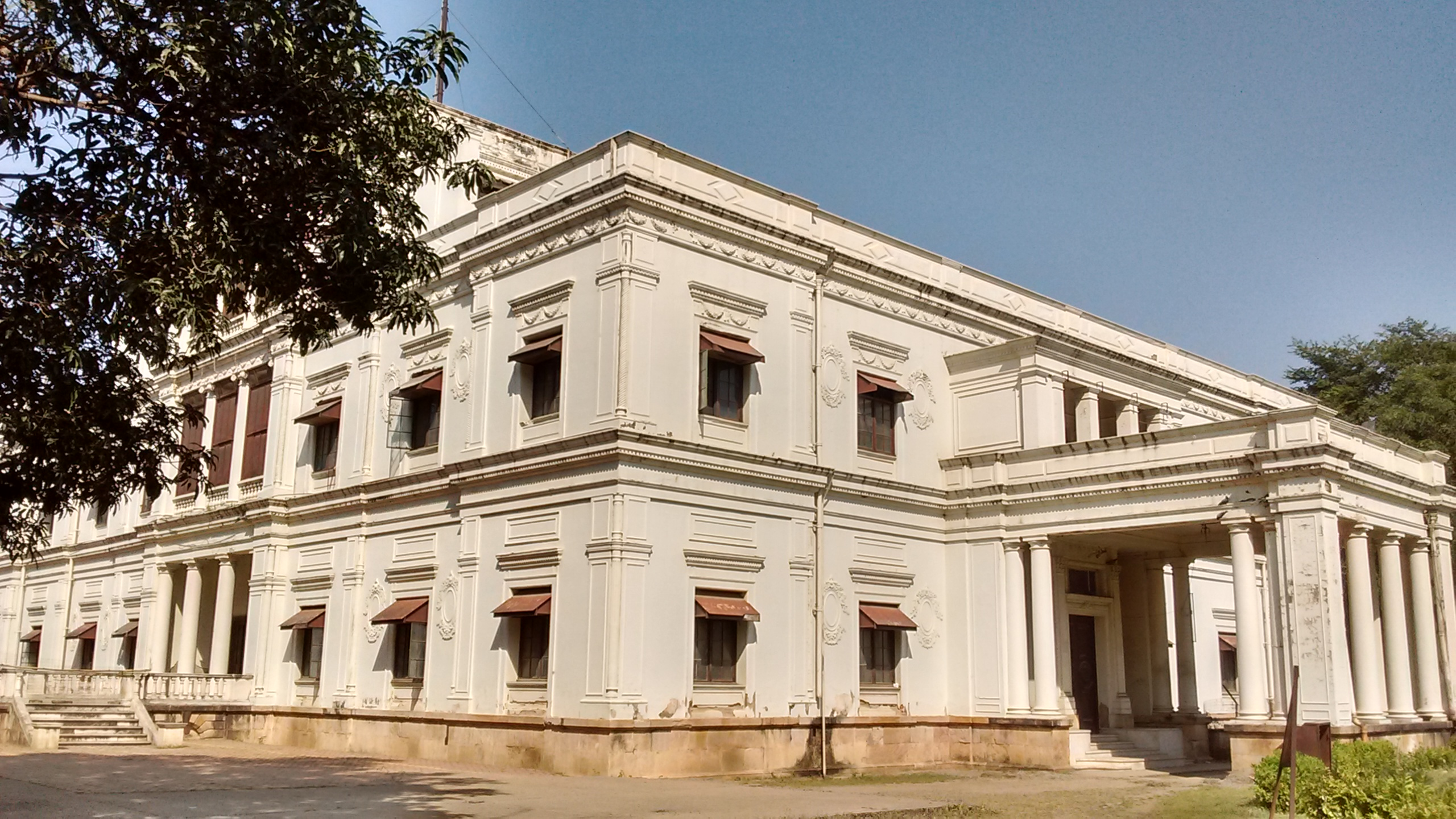 Top Places In Indore Which Every Tourist Must Visit - Lalbagh Palace