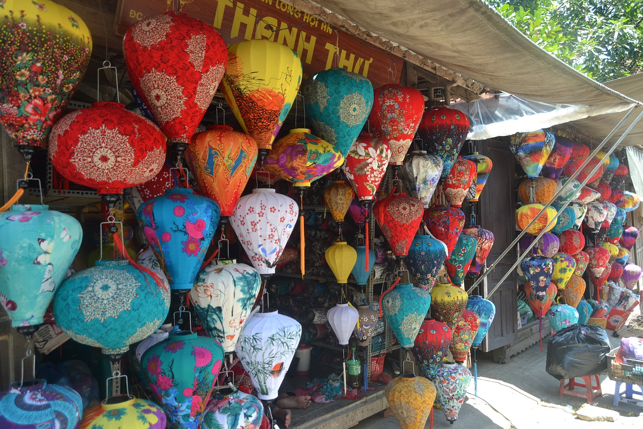 Best Things That Tourists Can Buy In Vietnam-Lanterns