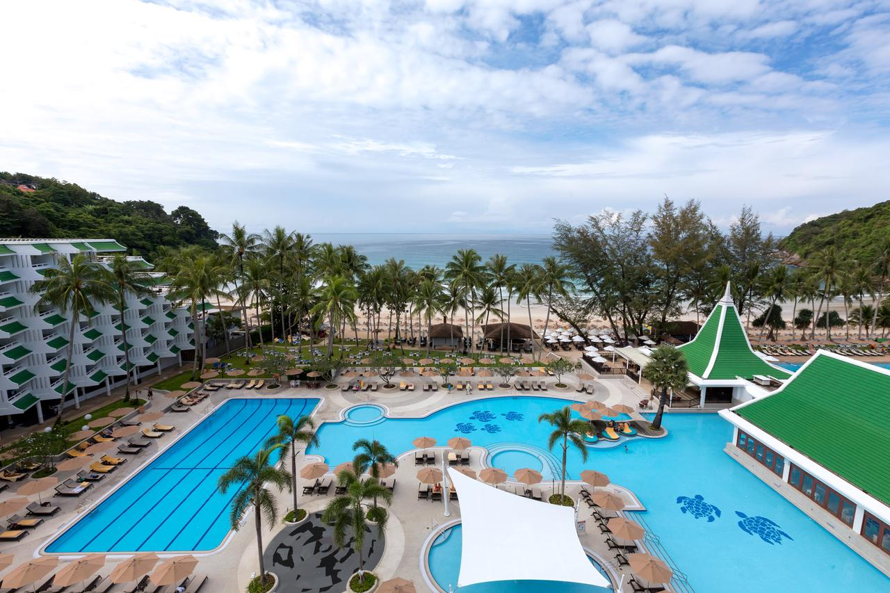Amazing Resort in Phuket To Have Fun in The Sun-Le Meridien Beach Resort