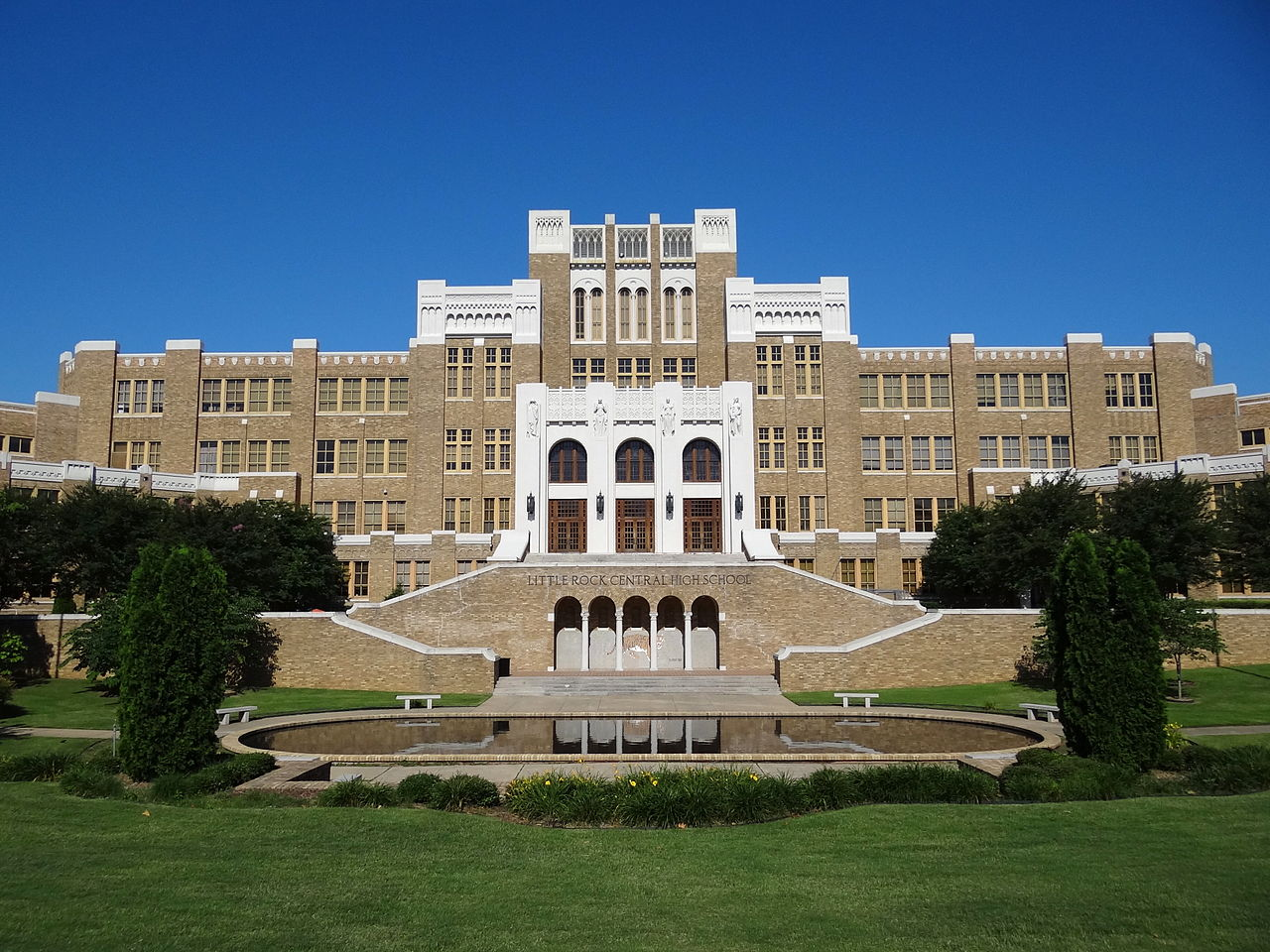 Don't Miss Out These Beautiful Place In Arkansas-Little Rock, Little Rock High School National Historic Site