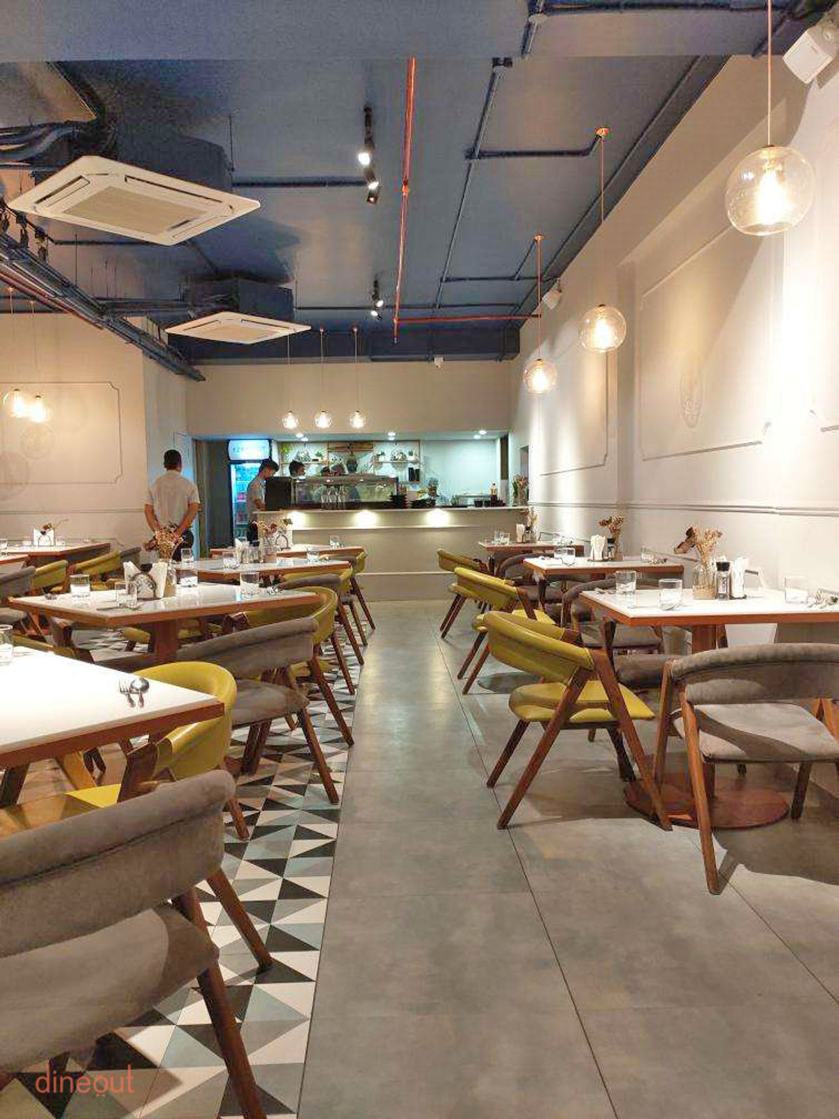 Visit Lollo Rosso Restaurant When In Ahmedabad