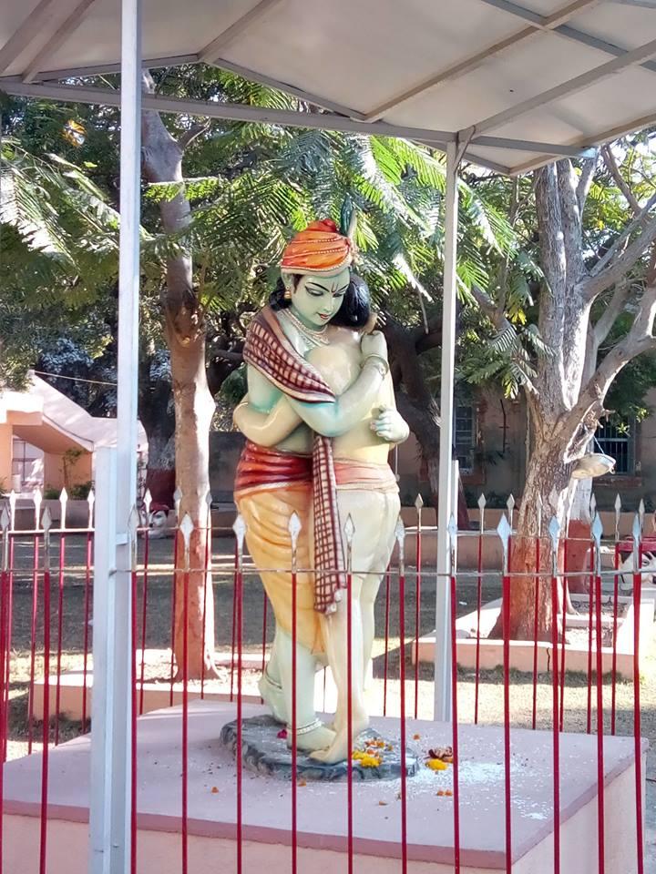 Visit Sudama Mandir-Idols of Lord Krishna, Porbandar, Gujarat