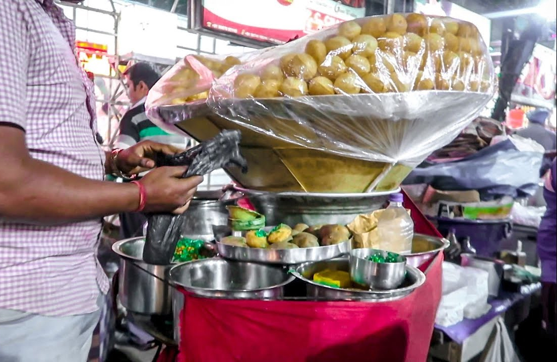 Lord's More | Street Food Shops In Kolkata That Will Make You Drool