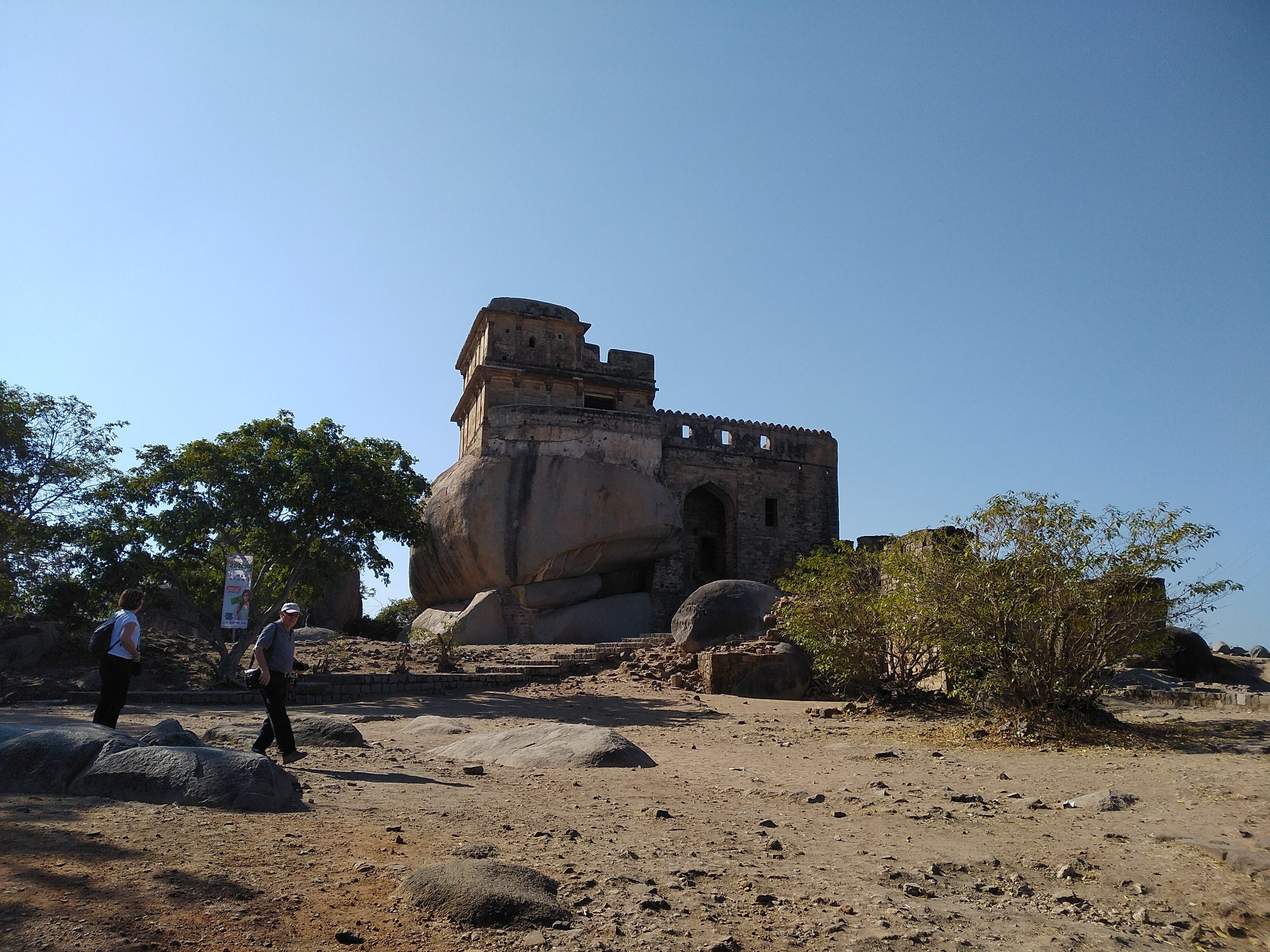 Top Place In Jabalpur For The Explorer In You- Madan Mahal Fort