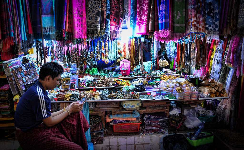 Majeedhee Magu Best Place to Shop in Maldives