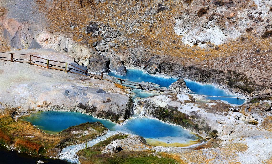 Amazing Hidden Gem In California-Mammoth Hot Springs