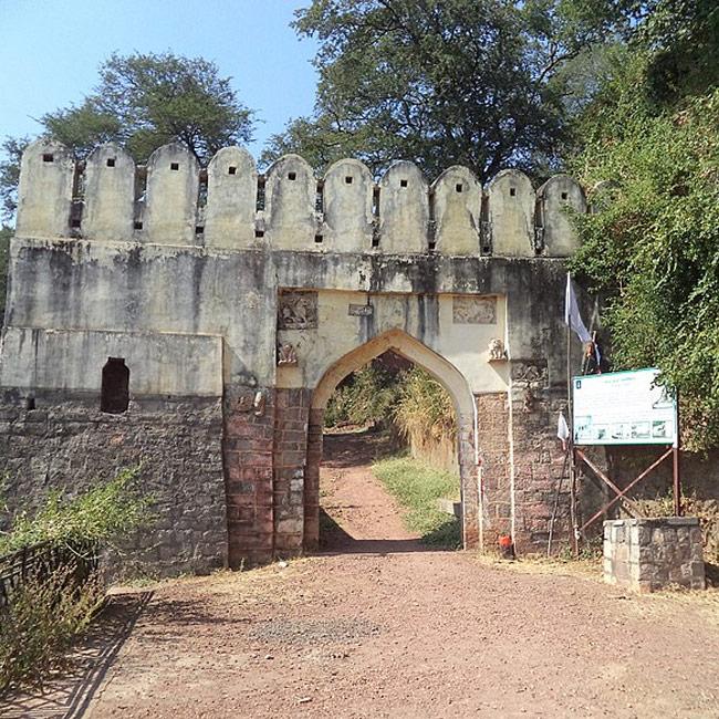 Manikgad Fort