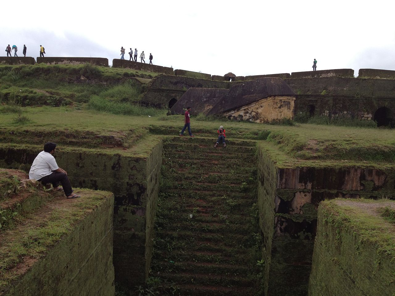 Visit Manjarabad Fort : The Star Shaped Fortress in Sakleshpur, Karnataka