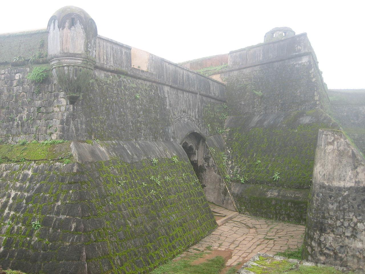 Tourists Best Attraction in Sakleshpur-Manjarabad Fort