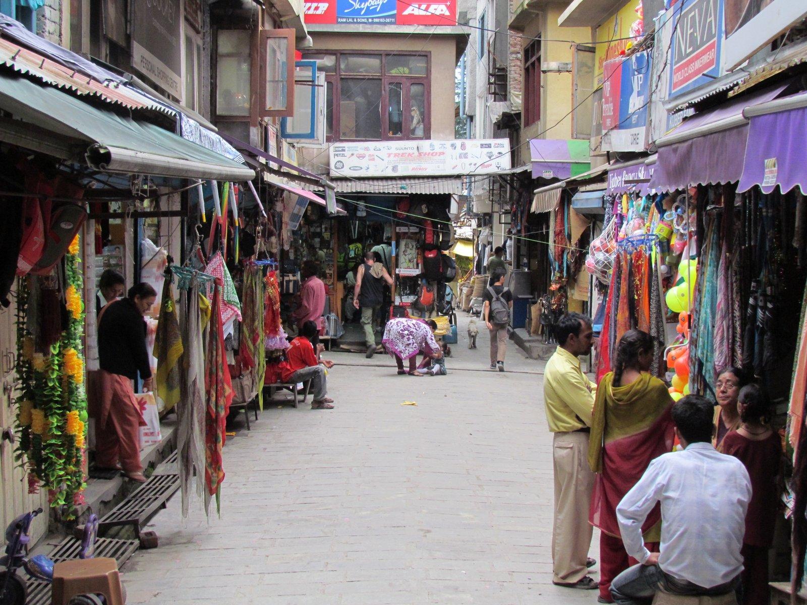 Manu Market - Shopping Place to Shop in Kullu and Manali
