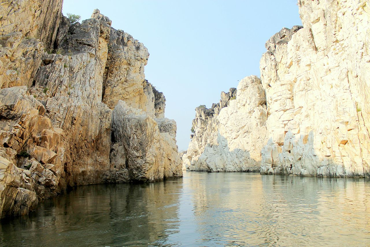 Amazing Weekend Destination from Gondia, Maharashtra-Marble Rocks (Bhedaghat)