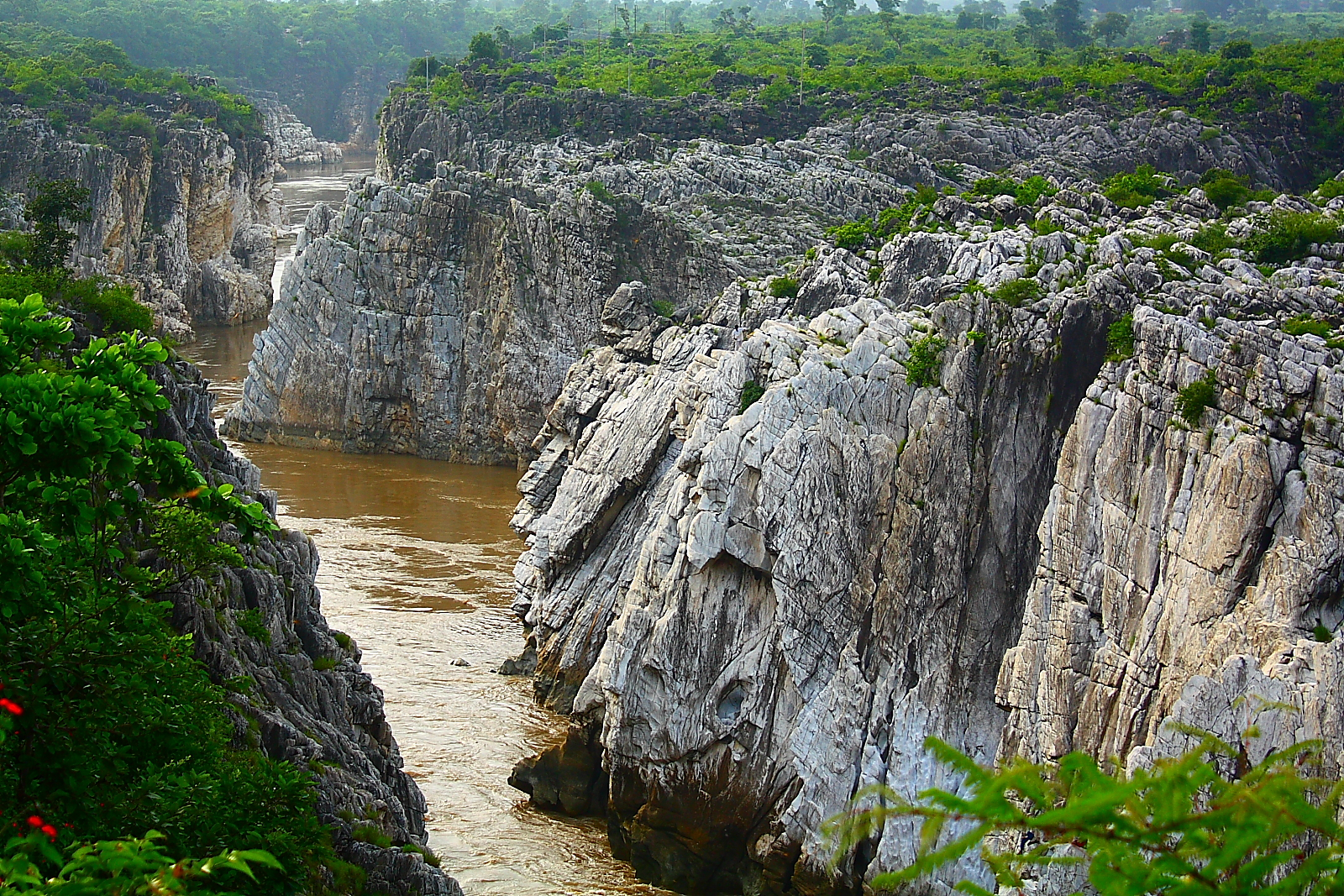 Place To Visit Near Bhedaghat-Marble Rocks
