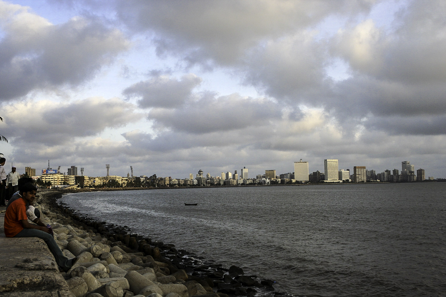 Visit Marine Drive(Sonapur) in Mumbai-Completely Different Picture in the Morning and in the Evening