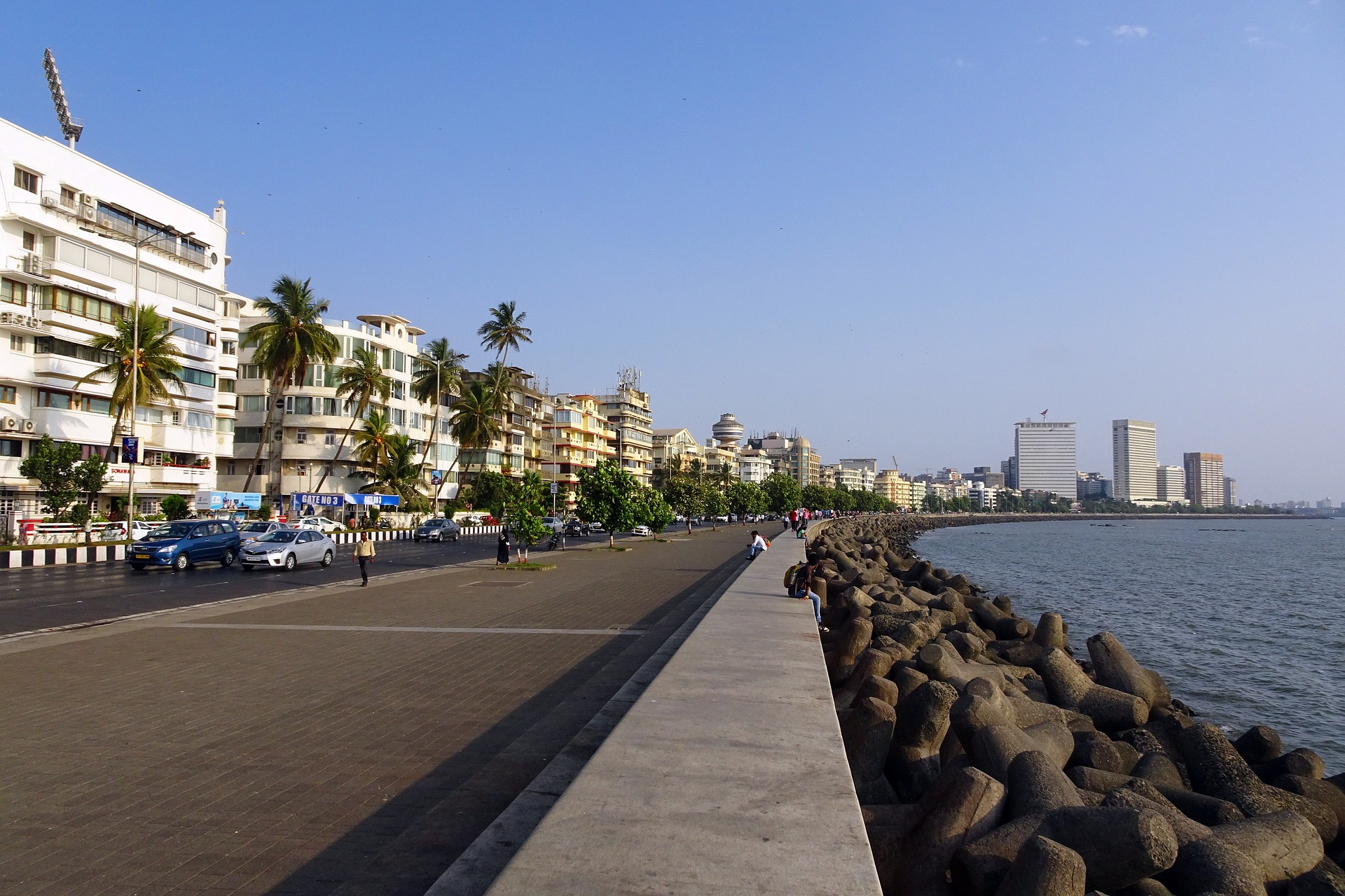 Marine Drive Must-Visit Places When in Mumbai