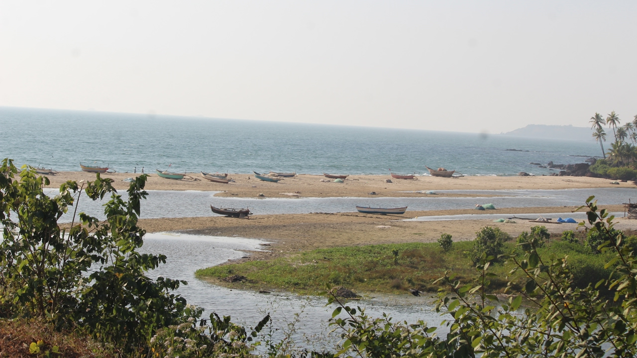 Top Place to Visit in Vengurla-Mochemad Beach