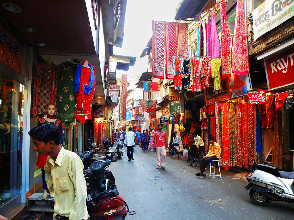 MT Cloth Market-Amazing Shopping Spot in Indore to Satisfy the Shopaholic in You