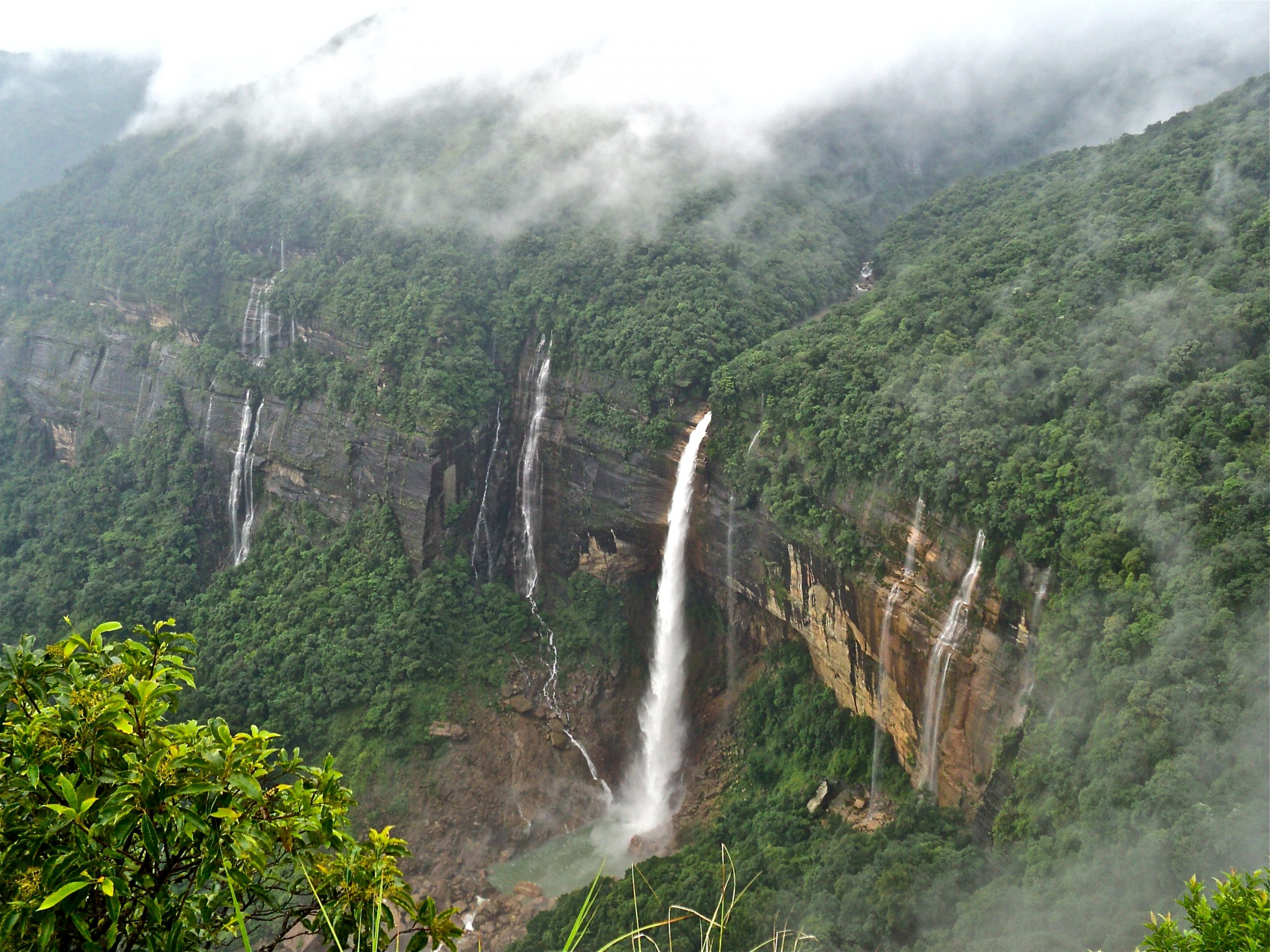 Place To Visit In Meghalaya Which Will Blow Your Minds - Nohkalikai Waterfalls