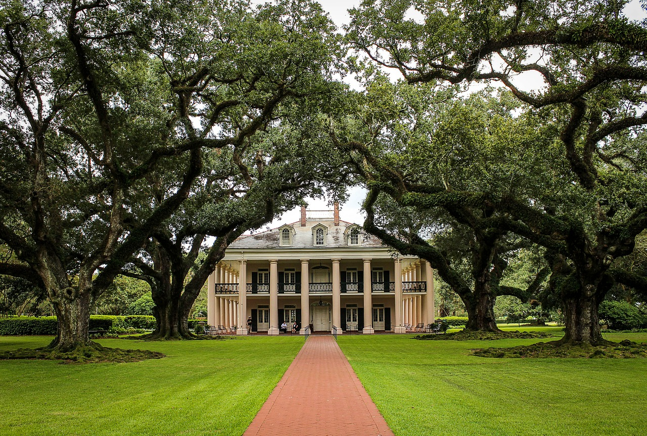 Sightseeing Place to Visit In Louisiana-Oak Alley Plantation