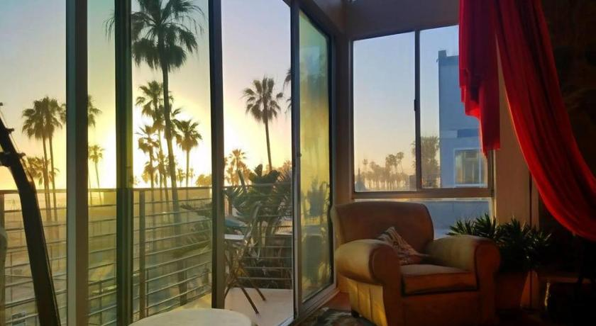 Top Budget-Friendly Hotel In California-Ocean Front/ View Bunk Beds Hotel