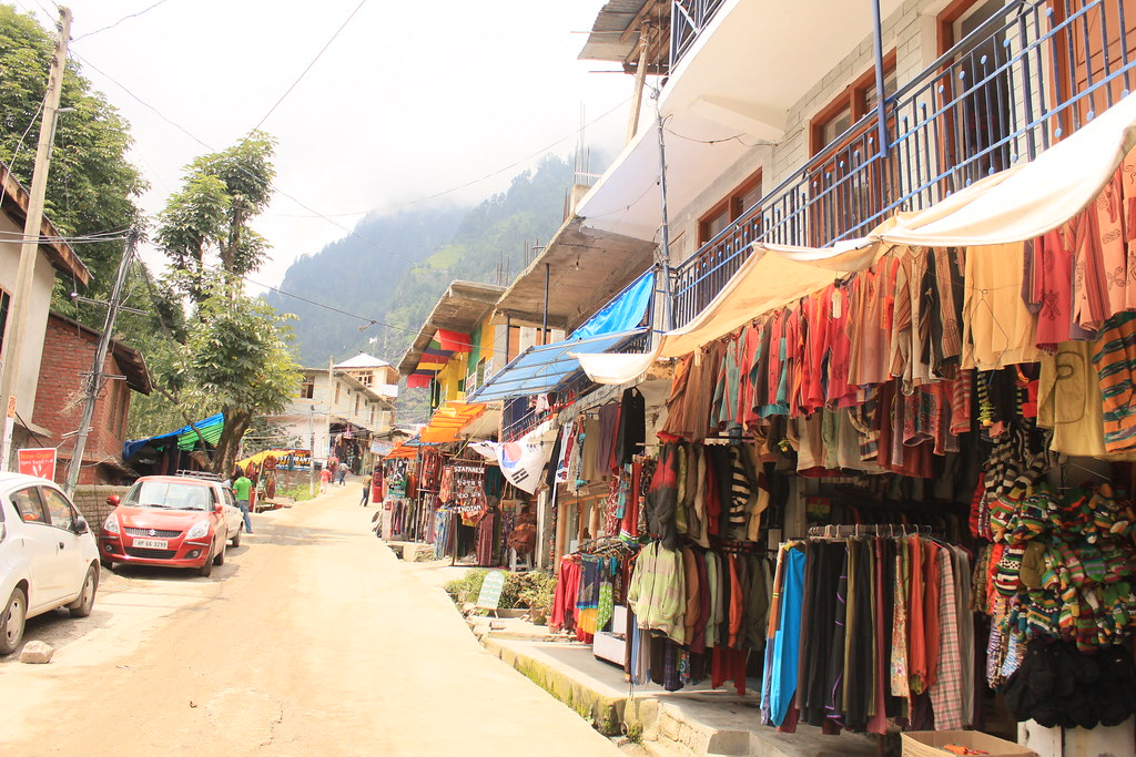 Old Manali Market - Amazing Shopping Places to Shop in Kullu and Manali