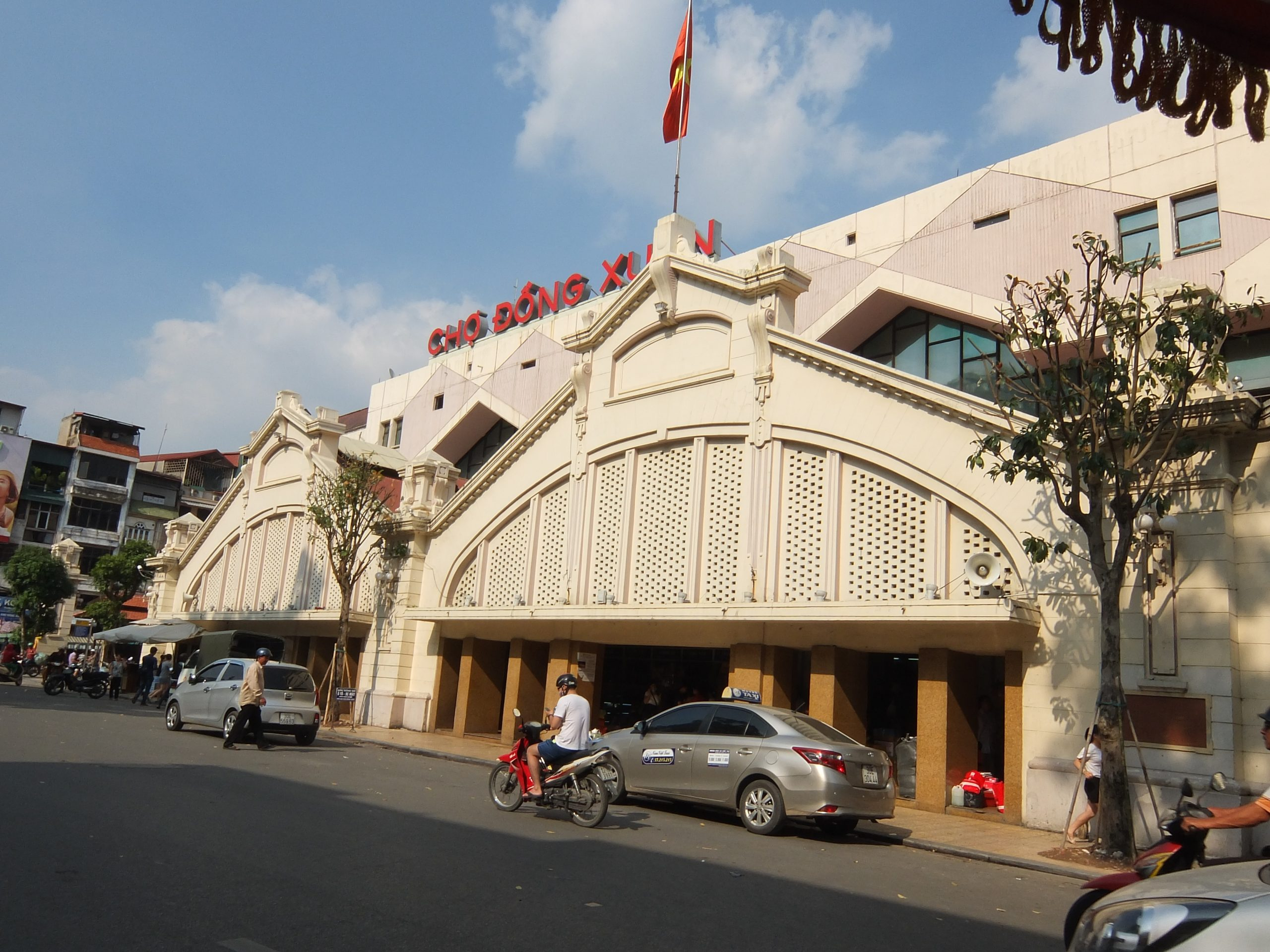 Old Quarter and Dong Xuan Market in Hanoi