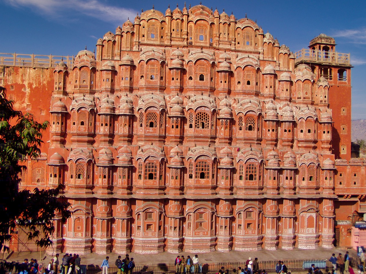 Visit Hawa Mahal in Jaipur: The Top Tourist Destinations of Rajasthan