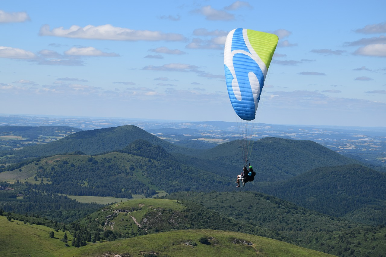 Activities To Do At The Nandi Hills in Chikkaballapur-Paragliding