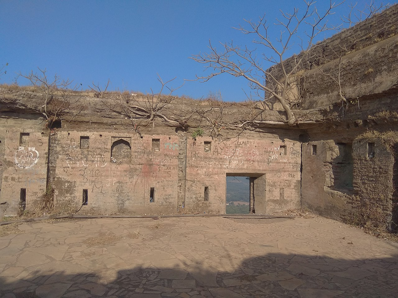 Best Place To Visit In Valsad for Tourists-Parnera Fort